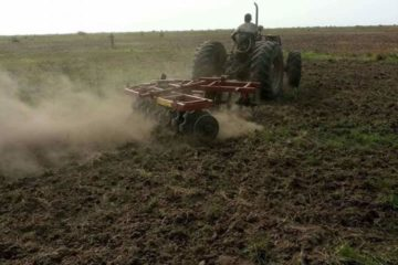 Tractors for ploughing the lands
